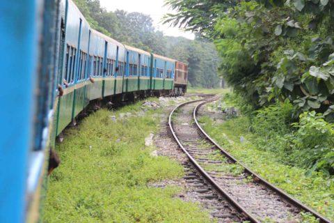 S immerger en Birmanie dans le vieux train de Yangon