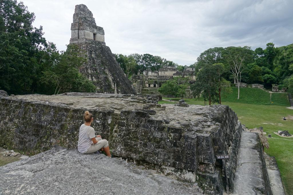 Tikal site archéologique maya guatemala temples