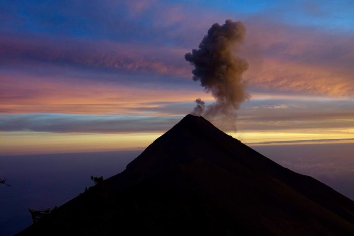 Acatenango ascension en solo du volcan a l aube