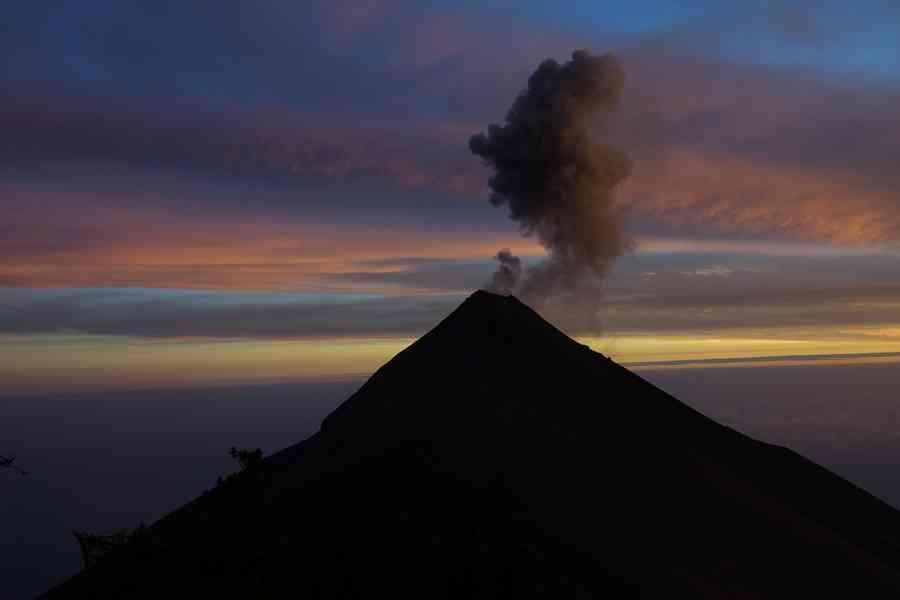 acatenango ascension du volcan sans guide lave