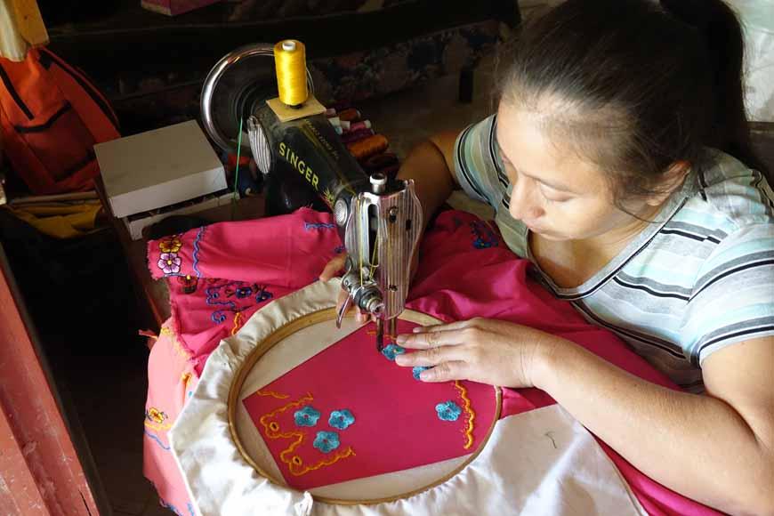 Apprendre la couture maya