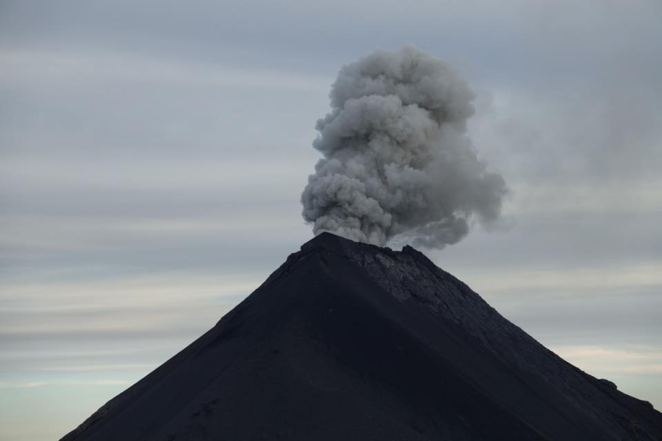 acatenango ascension du volcan eruption