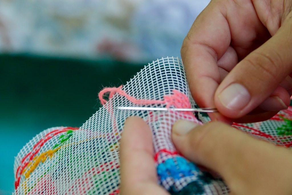 broderie et couture maya à Kimbila