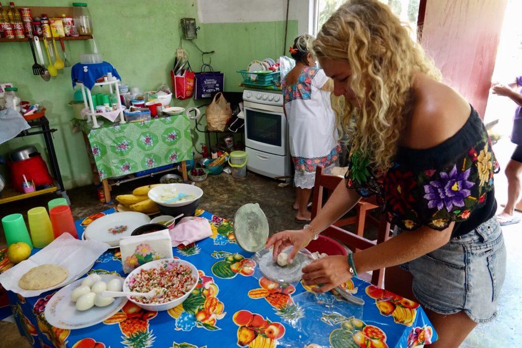 s'immerer dans une famille maya