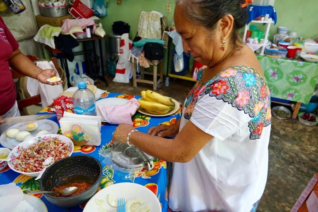 repas typique maya à Kimbila