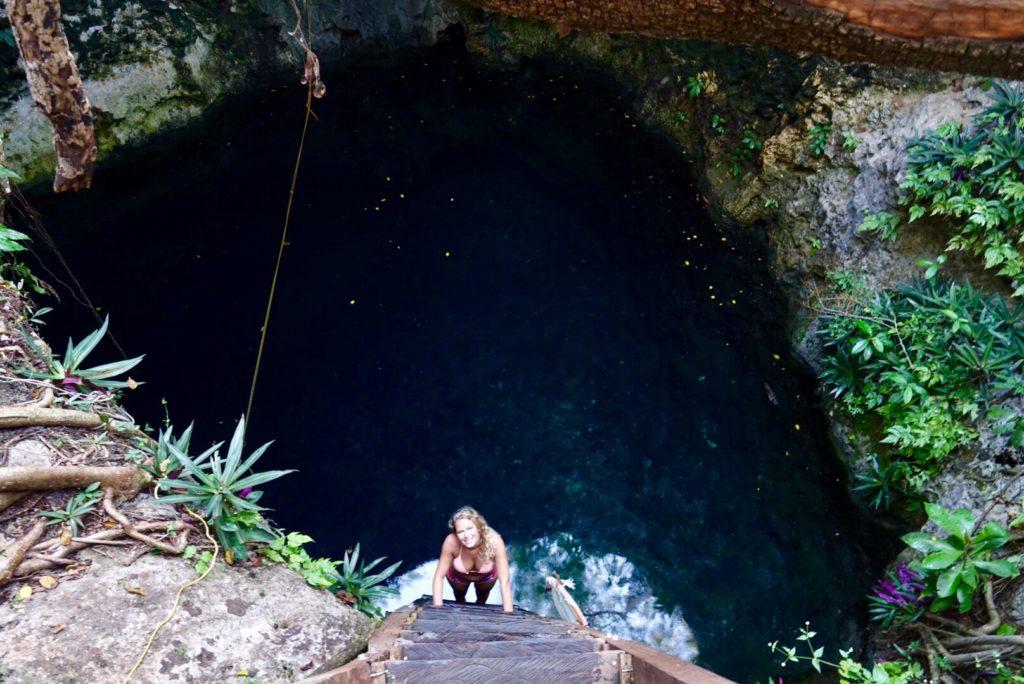 Cenotes avec échelle à homun ors des sentiers battus Yucatan Mexique