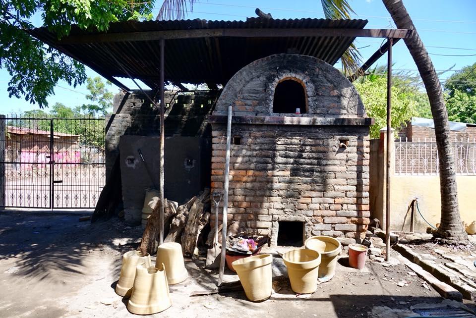 poterie la paz centro apprendre avec artisan potier four
