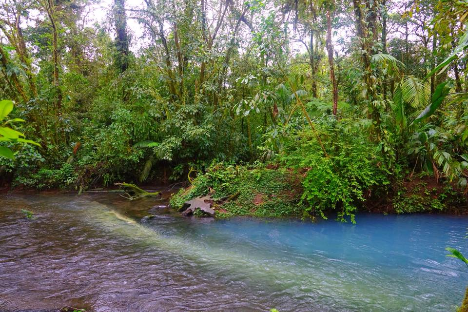 rio celeste costa rica cascade
