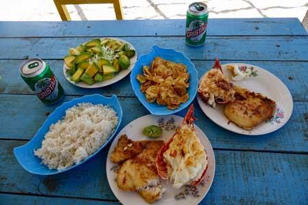 Rapas à Cuba typiques poissons et langoustes