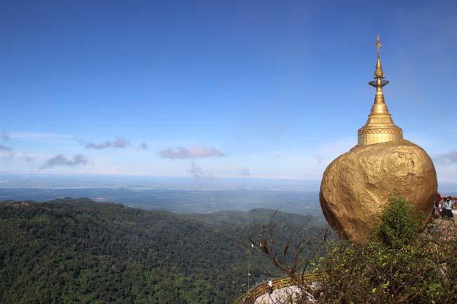 Visiter le Mont Kyaiktiyo et son rocher dehors dans cet itineraire