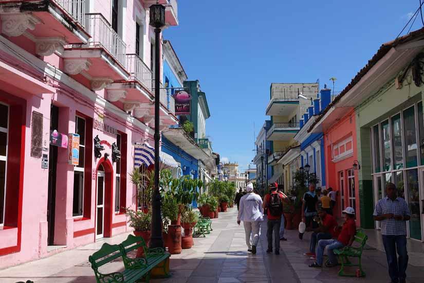 Rue independencia à Sancti SPiritus voyage Cuba